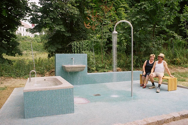 open-bath-de-freier-badebrunnen-loosdorf-2007_583-11